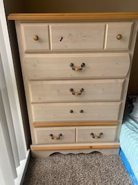 5 drawers tall dresser excellent great condition  Gaithersburg, 20878