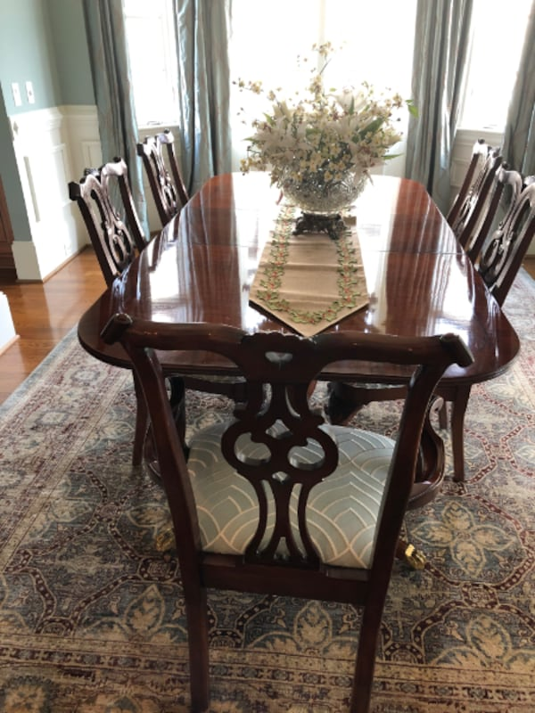 High End Vintage Century Dining Room Ensemble - Exceptional Condition 27b3cf31-1139-413f-b0b8-57068357559a