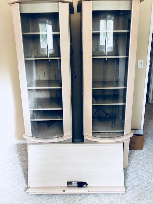 Beautiful wall unit, fits tv in center $300