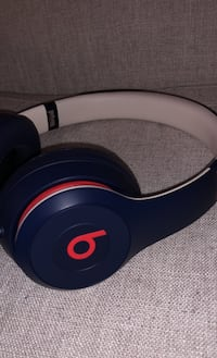 Beats solo 3 club collection, comes with  Charger, and case. Vaughan, L4L 1H8