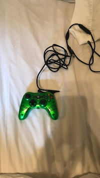 Green and black xbox 360 controller Star, 83669