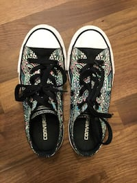 pair of black-and-white Vans sneakers Leduc, T9E 0A3