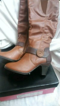 pair of brown leather boots Garland, 75044