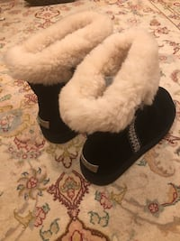 Pair of ugg black-and-white fur boots Bethesda, 20814