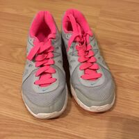 pair of gray-and-pink running shoes Richmond, V7A 4M2