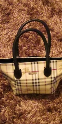 Genuine Burberry purse ( made in Italy) Omaha, 68122