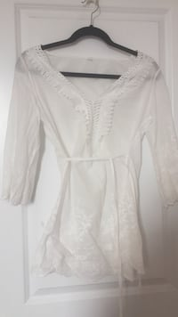women's white long-sleeved blouse Barrie, L4M 1A4