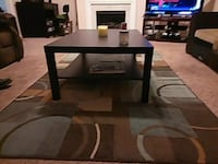 Cocktail and end table with 2 rugs