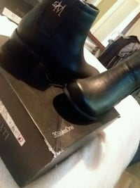 pair of black leather boots sz. 6 Columbia, 29203