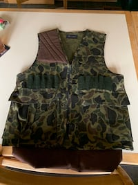Camouflage hunters vest with gaming bag