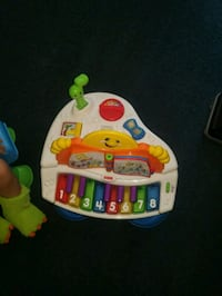 baby's white and green activity table 22 mi