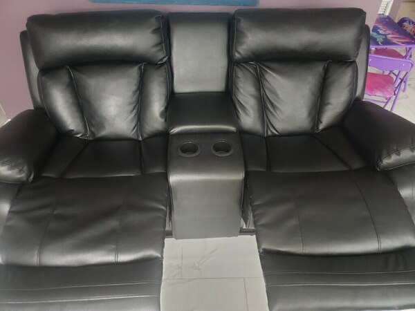 Brand New Leather 2 seater Recliner 20dd702f-db93-44dc-bcc1-a08b8a42d982