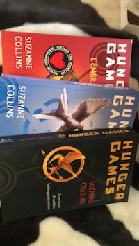 two The Hunger Games by Suzanne Collins books Laval, H7H 1N7