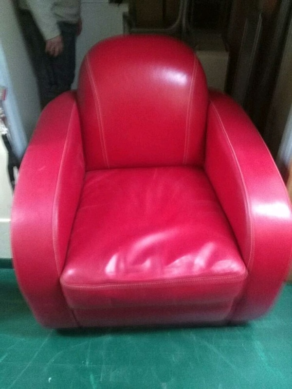 2 red like new leather chairs! cc319441-7a40-48a6-b891-7ebc249daf49