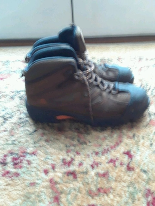 Wolverine hiking boots safety shoes size 10.5 a362475f-f40c-410e-a584-df1e47f657a5