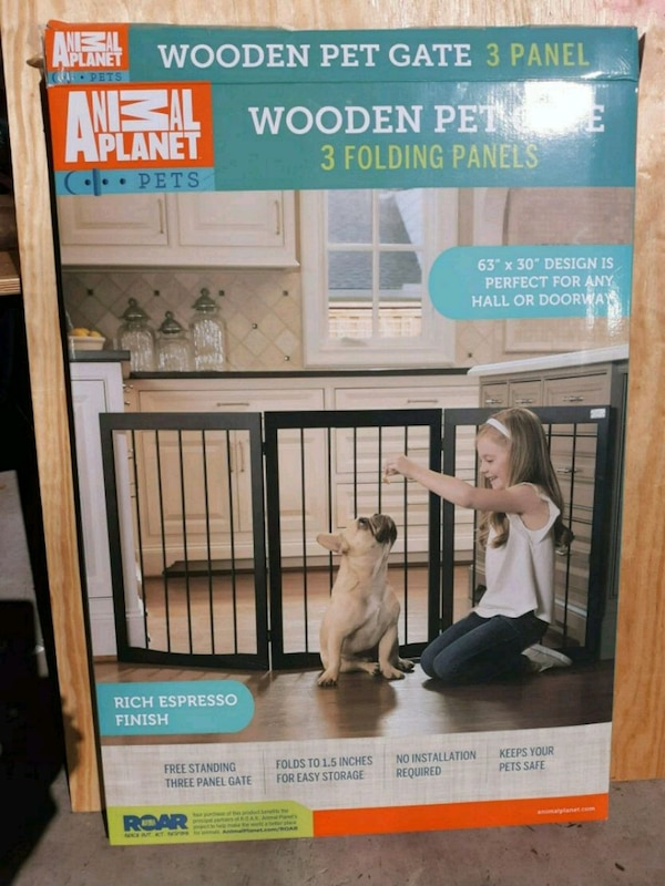 NWT Folding Wooden Pet Child Gate