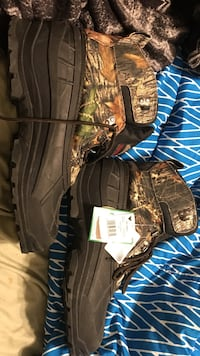 black-and-brown real tree camouflage duck boots