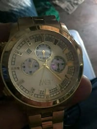 round gold-colored chronograph watch with link bracelet 2272 mi