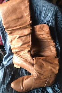 Womans knee high boots size 7