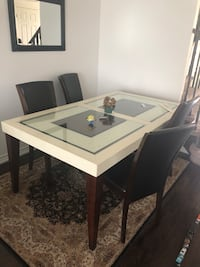 Dinner table set with 4 chair Whitby, L1N