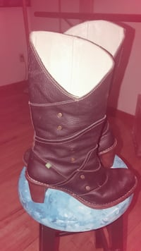 pair of brown leather boots Rhinebeck, 12572