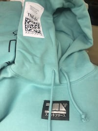 Brand new with tags Oversized TNA hoodie size small  Surrey, V3S 8M1