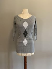 3/4 Length Sleeves - Light Sweater - Size Small Toronto