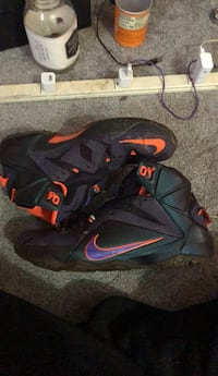 black-and-red Nike basketball shoes North Babylon, 11703