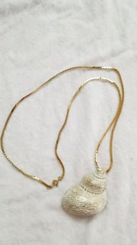 Gold tone necklace with shell ornament Takoma Park, 20912