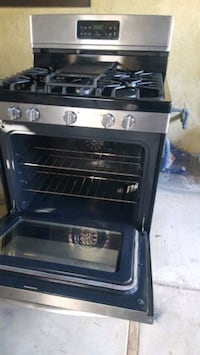 Like New Convection Stove/Oven. Matching Dishwasher also avail