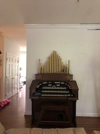 Electric pipe organ plays beautifully! Hagerstown, 21742