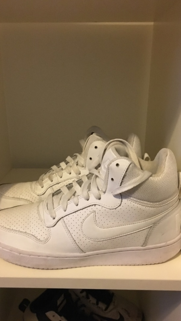 White Nike Shoes, size 40