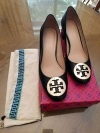 Tory Burch show Janey, 50 mm bump size 9 North Vancouver, V7N 3E8