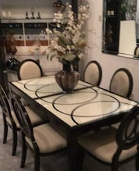 Gorgeous Dining Table, Leaf, and Six Chairs