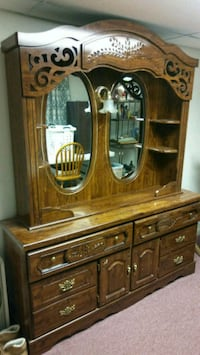 Dresser with mirrors and light Boonsboro, 21713