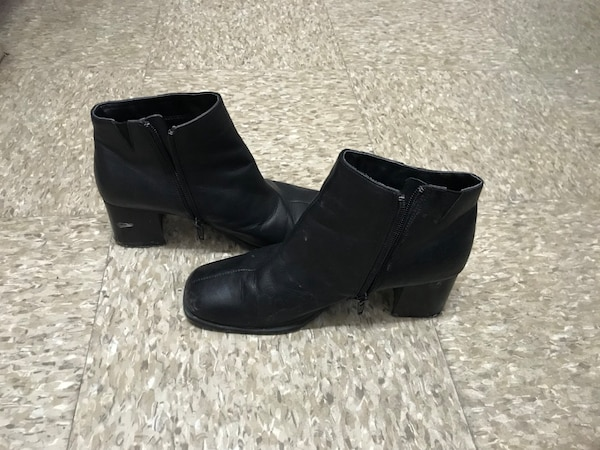 Pair of black leather boots SIZE 8
