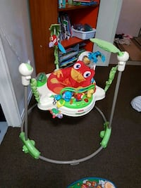 baby's white and green jumperoo Saint Thomas, N5R 5Z3