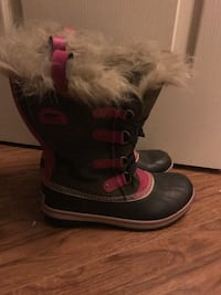 Very Gently Used. Sorrel boots. Size 7.