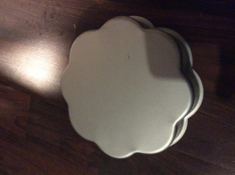 JUST REDUCED Wilton cake pans  9a7cd107-807a-4c3f-9440-a29974c4779b
