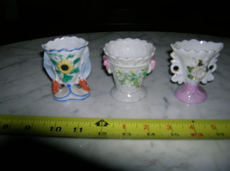 3 Small Fan Type Vases f7b9f8c5-3021-4b69-ae98-1a795ee58e67