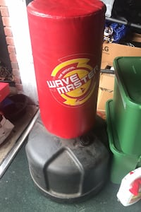 Punching bag (wave master) like new Metairie, 70001