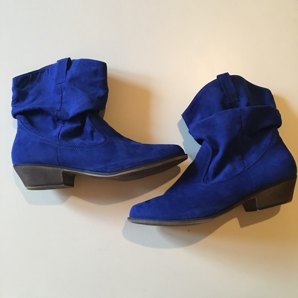 SIZE: 10. Blue suede heeled boots