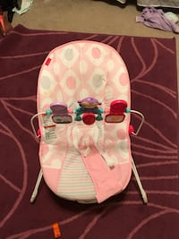 Baby's white and pink bouncer Merced, 95341