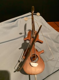 Hand carved solid wood Violin Wilmot, N3A