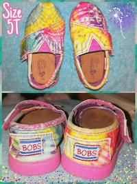 pair of children's yellow and pink bobs loafers Ellensburg, 98926