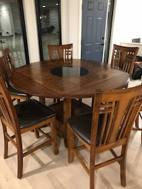 Solid Oat Table - Seats 4 to 6 People Calgary, T2W 4L3