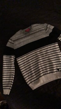 Guess knit sweater size small Newmarket, L3Y 2Z8