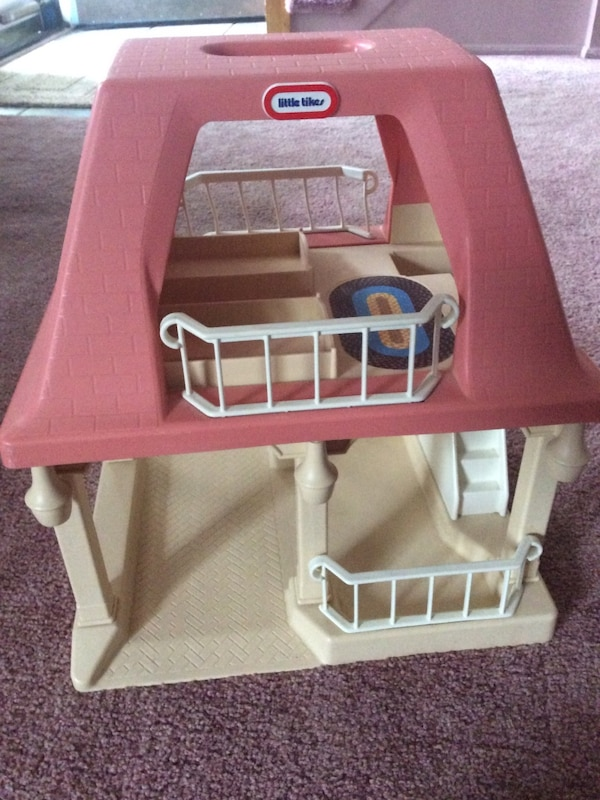 Used Vintage Little Tikes Doll House Good Condition Beautiful 1990s