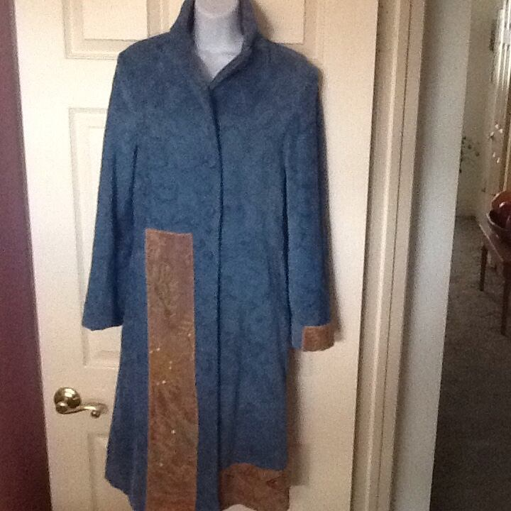 Long coat in blue and tan