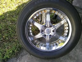 Set of 4 tires size 275 55 R20 along with 20  inch rims